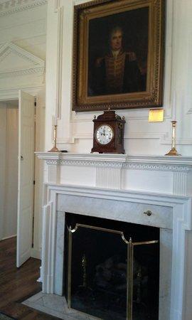 Delaware Governor's Mansion (Woodburn): Woodburn mantel