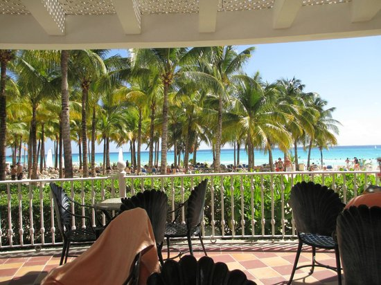 Hotel Riu Palace Riviera Maya: view of ocean from pool bar area