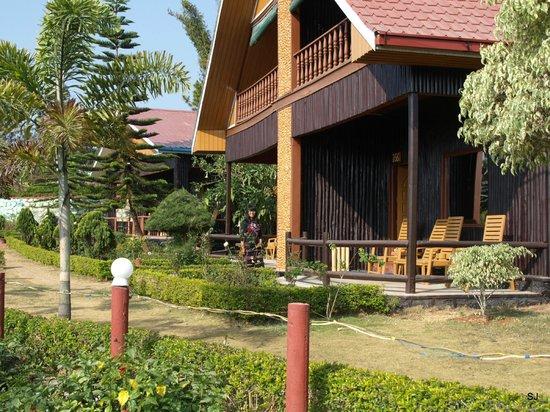 Hill Top Villa Resort Kalaw: unser Bungalow mit Blick zu den Bergen
