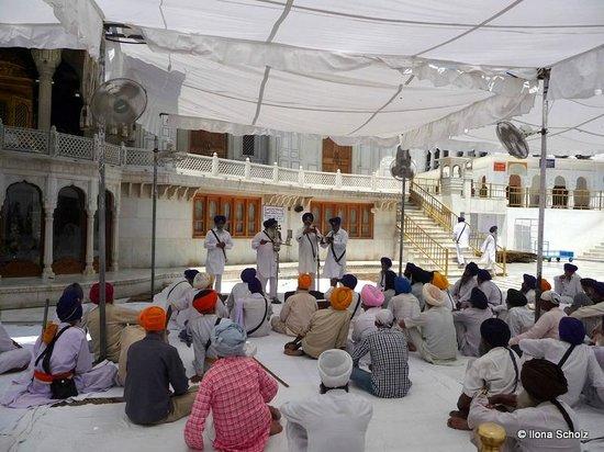 Goldener Tempel (Hari Mandir): Listening