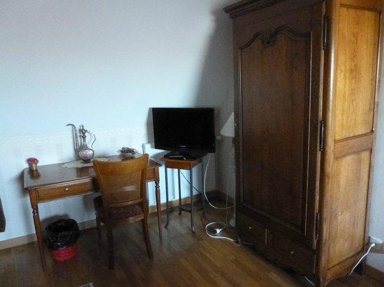 Vaucelles, Frankrig: Le bureau avec une armoire