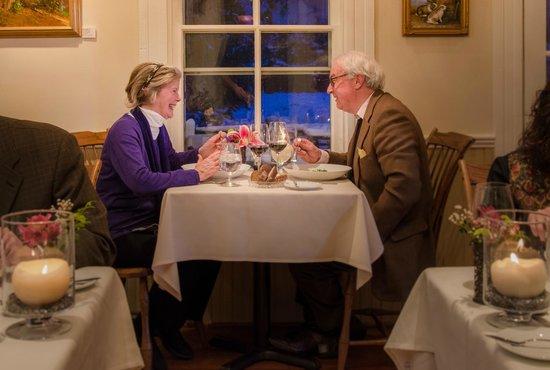 Foster Harris House: Dinner guests enjoying the evening