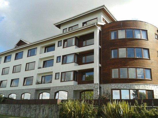 Hotel Cabana del Lago: Frente do hotel vista do lago