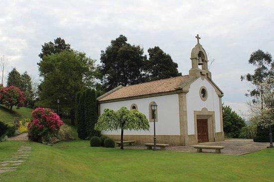 Gran Hotel Los Abetos: capilla en el jardín