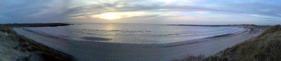 Nunton House Hostel: Sunset at the local beach