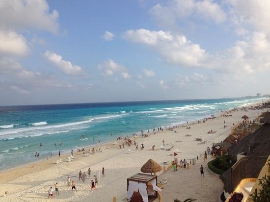 Fiesta Americana Condesa Cancun All Inclusive : view from oceanfront moon tower room, looking right