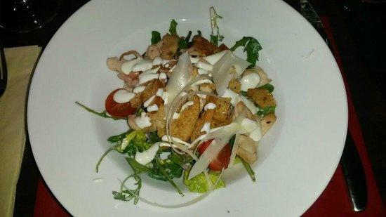 MJ's Bar & Bistro: Chicken Caesar Salad got as a starter