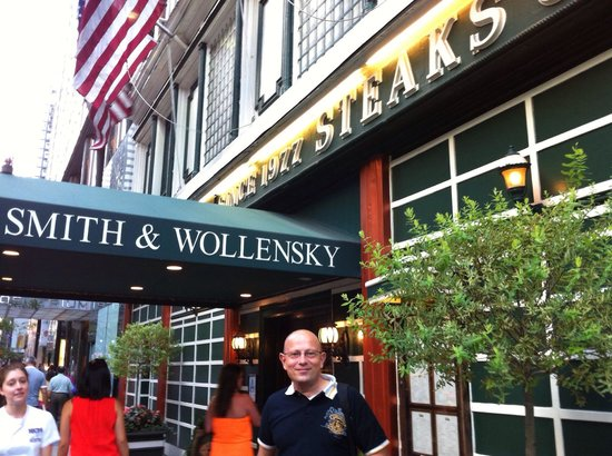 Smith & Wollensky: Entrance