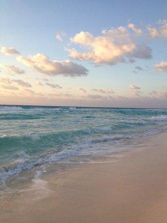 Fiesta Americana Condesa Cancun All Inclusive: ocean, early morning