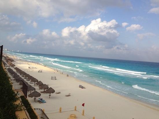 Fiesta Americana Condesa Cancun All Inclusive: beach