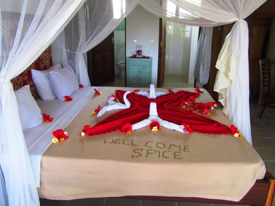 Spice Island Hotel & Resort Sansibar: Our beautiful decorated bed