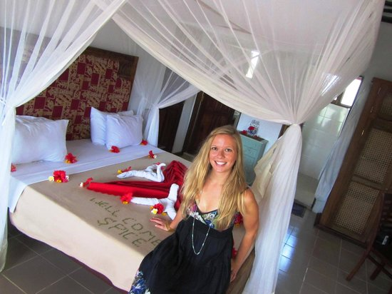 Spice Island Hotel & Resort Sansibar: Me on our bed
