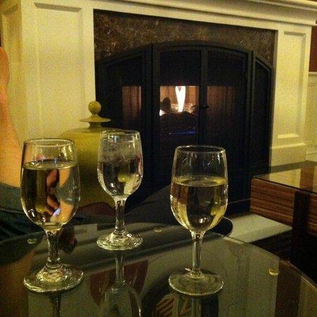 Kimpton Hotel Monaco Denver : Wine hour in the lobby