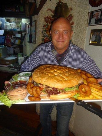 pirchers big mamas burger picture of xxl restaurant leopoldauer alm vienna tripadvisor. Black Bedroom Furniture Sets. Home Design Ideas