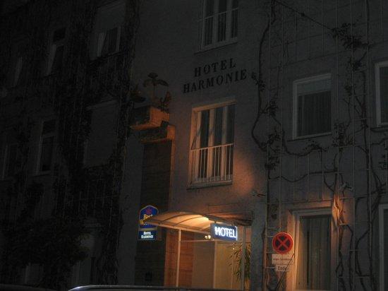 BEST WESTERN PREMIER Harmonie Vienna: façade de nuit