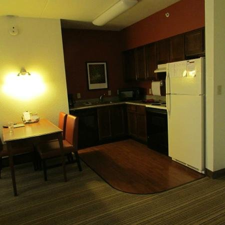 Residence Inn Chicago Oak Brook: nice kitchen