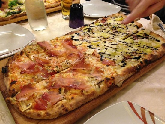 pizza al metro picture of pizzeria tramonti 2 parma parma tripadvisor. Black Bedroom Furniture Sets. Home Design Ideas