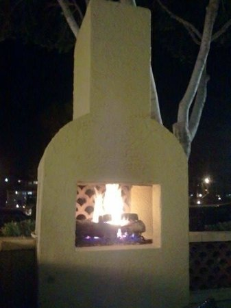 Pointe Hilton Squaw Peak Resort: Warm pit for a chilly night!