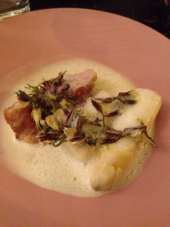 Le Chateaubriand : White asparagus and sweet bread