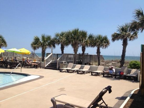 Oceanfront Litchfield Inn: Beach view from pool area