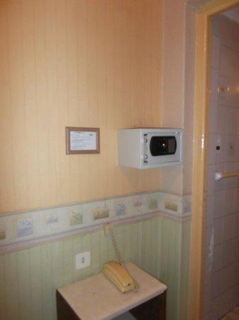 Kapac Hotel: Mendoza, Argentina, Hotel Kapac. Caja de Seguridad en habitación.