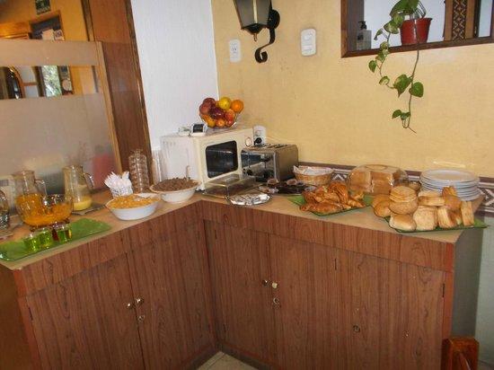 Kapac Hotel: Mendoza, Argentina, Hotel Kapac. Sencillo desayuno Bufett.