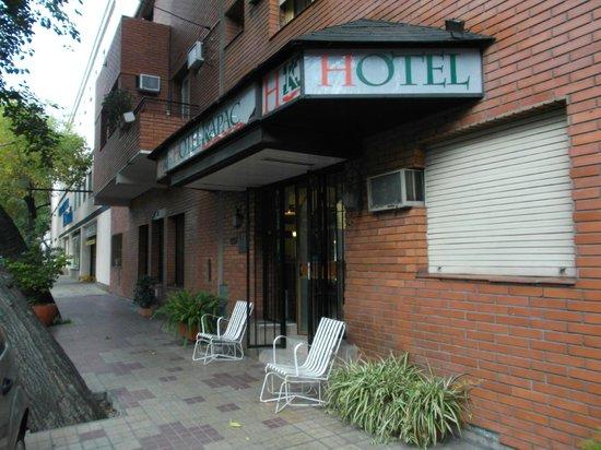 Kapac Hotel: Mendoza, Argentina, Hotel Kapac. Acceso en calle Perú.