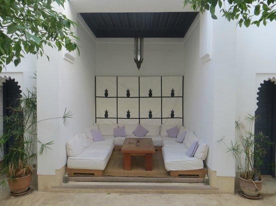 Riad Dar-K: lounge in the winter, swimmingpool in summer