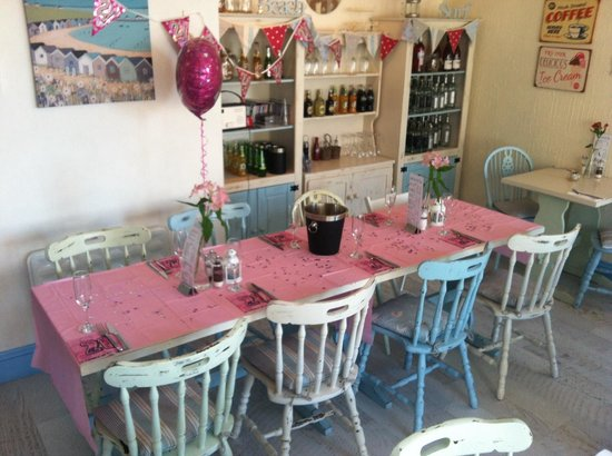 Getting the table set up for a surprise 21st birthday meal - Picture ...