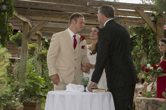 Canyon Crest Lodge: Pronounce you Man and Wife