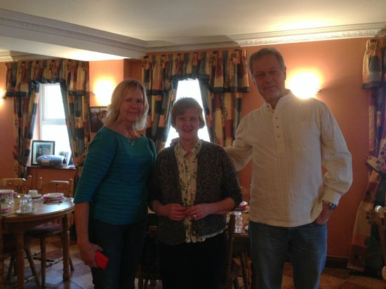 Fallon's Bed and Breakfast: My fiance and me with Maura in the middle... a very nice lady!