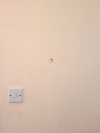 Romney Sands Holiday Park - Park Resorts: Hole in wall