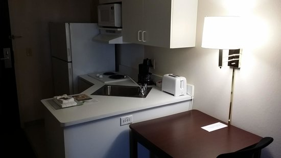 Extended Stay America - Great Falls - Missouri River: kitchen area