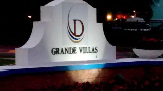 Grande Villas Resort: entrada