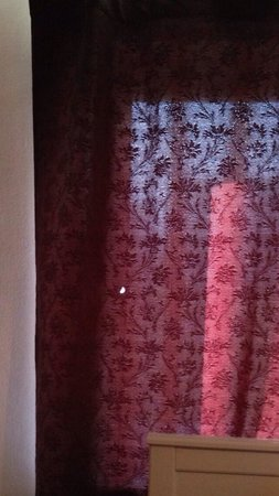 Romney Sands Holiday Park - Park Resorts: The tired curtains... Yet something else with a hole in it!!