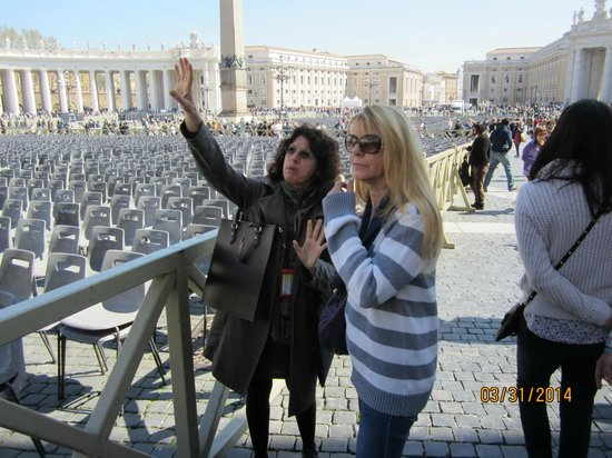 Giovanni Musella: Vatican Tour Guide Maria and Donna