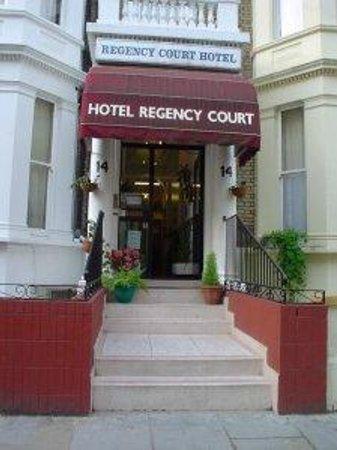Regency Court Hotel: Entrance