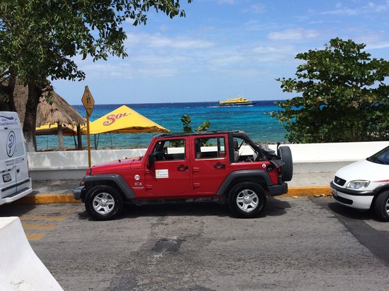 Best Buy Tours: Jeep in front of the water!