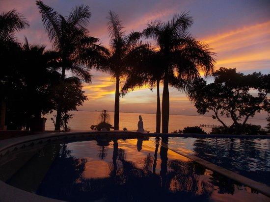 Hotel La Joya: Sunset at the pool