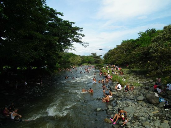 Cali, Colombia: Sunday swimmers at Rio Pance