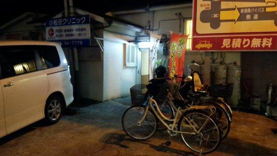 Tomudo : 店裏駐車場