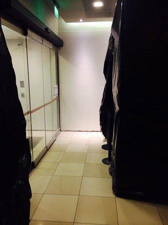 Hotel Ibis Buenos Aires Obelisco: Porta de entrada em reforma