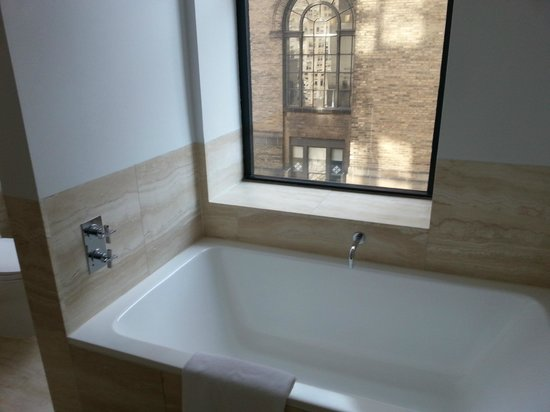 The Bryant Park Hotel: Large tub