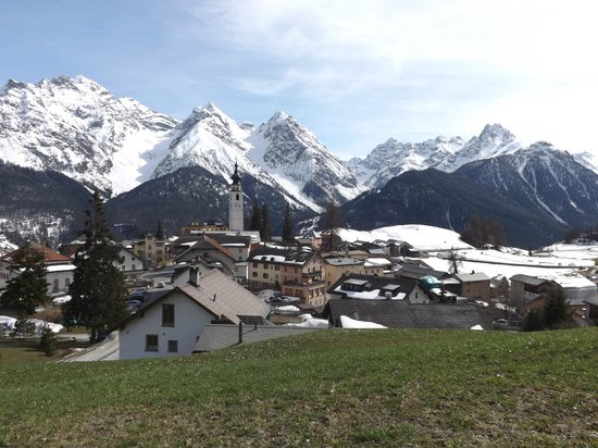 Hotel Paradies : Ftan village - hotel in far right distance