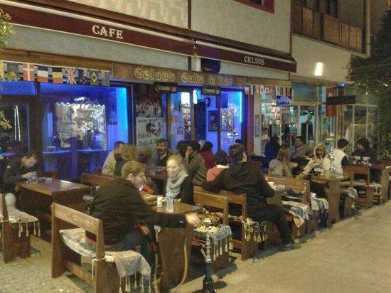 Celsus Cafe Bar : drink beer