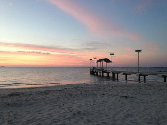 Jurien Bay Tourist Park: Juiorne Bay sunset over the jetty