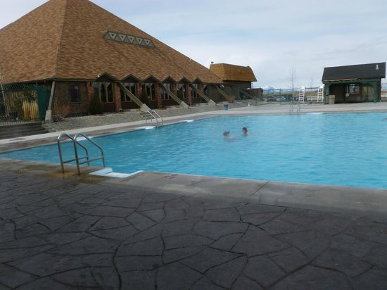 Fairmont Hot Springs Resort : Outdoor pool