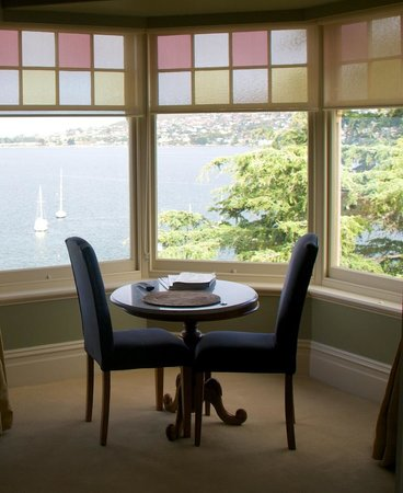 Grand Vue Private Hotel : Sitting in the bay window