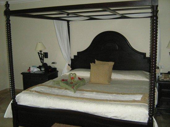Luxury Bahia Principe Cayo Levantado Don Pablo Collection : King Size Bed