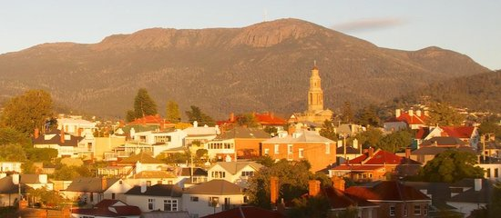 Grand Vue Private Hotel: Mount Wellington in morning light